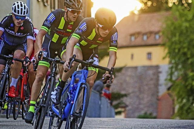Radsportler lassen die Ketten rasseln