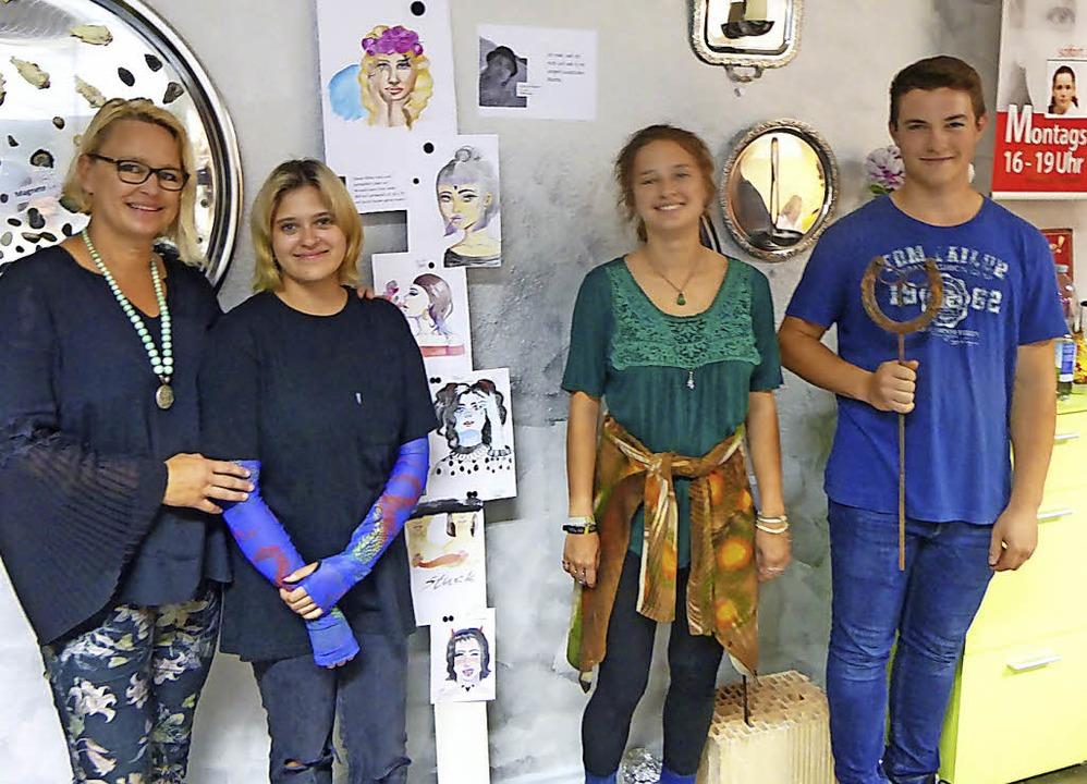 Ines Fortenbacher  mit ihren Schützlin...le Donner und Paul Taube (von links).   | Foto: Anne Freyer