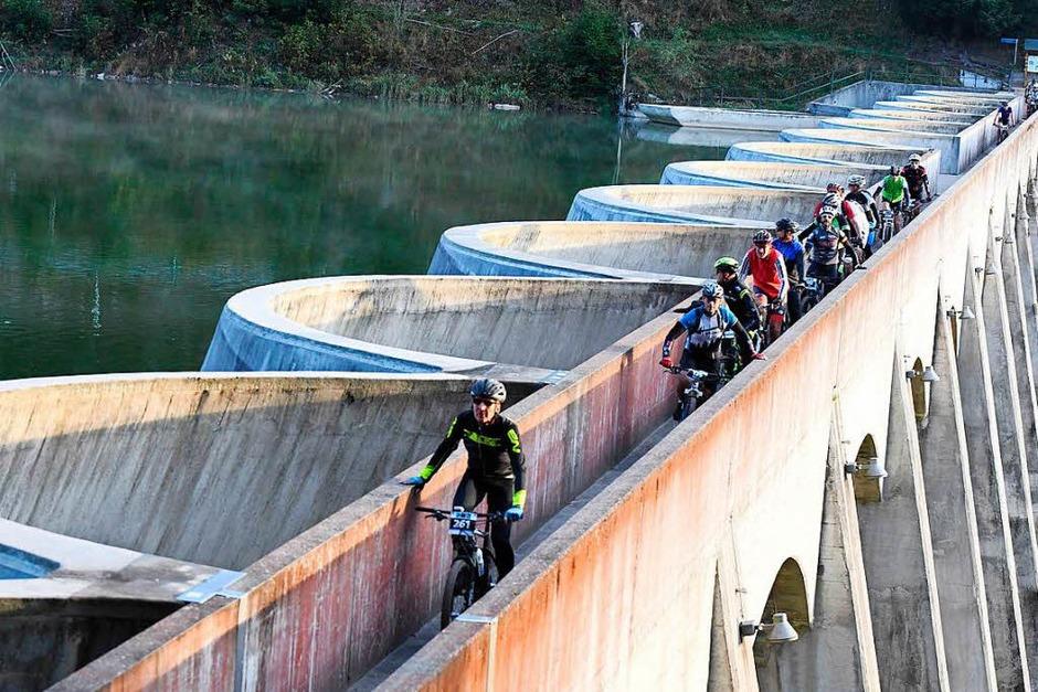 Kurbelarbeit: 2292 Bergaufradler erlebten beim Schwarzwald-Bike-Marathon einen Traumsonntag. Rund um Furtwangen galt es je nach Leidensfähigkeit 120 oder 90 sowie 60 und 42 Kilometer lange Strecken zu bewältigen. (Foto: Wolfgang Scheu)