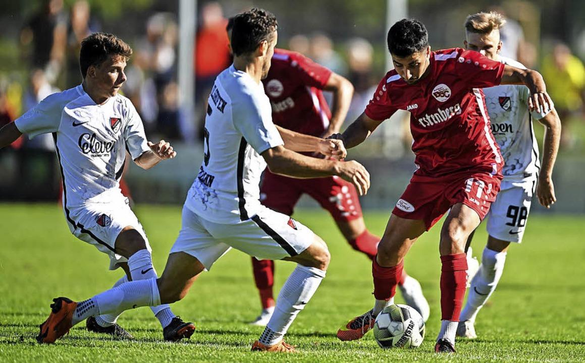 Vielbeinig verteidigte der TSV Ilshofe...m Treffer zum 2:0 dennoch eine Lücke.     Foto: Patrick Seeger