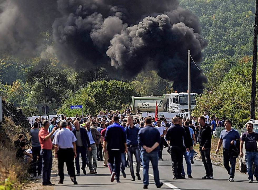 Kosovaren protestieren gegen Vucic.   | Foto: AFP