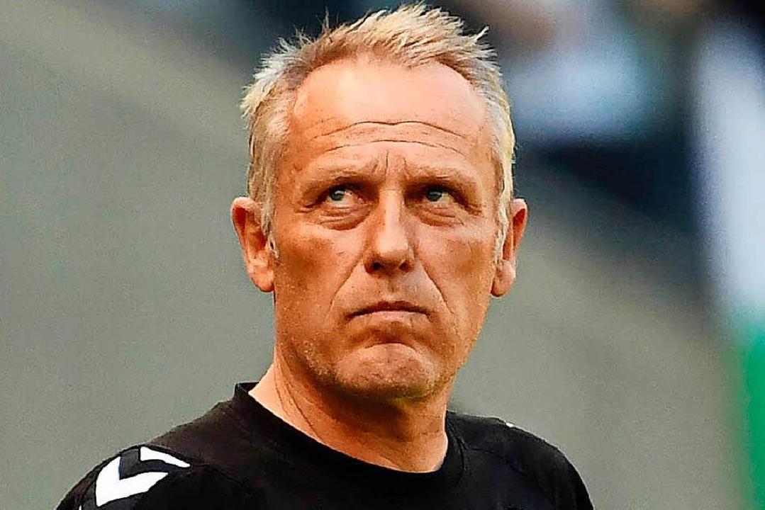 SC-Coach Christian Streich ist wieder fit genug, um das Training zu leiten.  | Foto: dpa