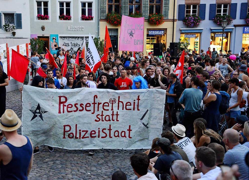 Auf das Verbot folgten Demonstrationen...unter anderem im autonomen Zentrum KTS  | Foto: Rita Eggstein