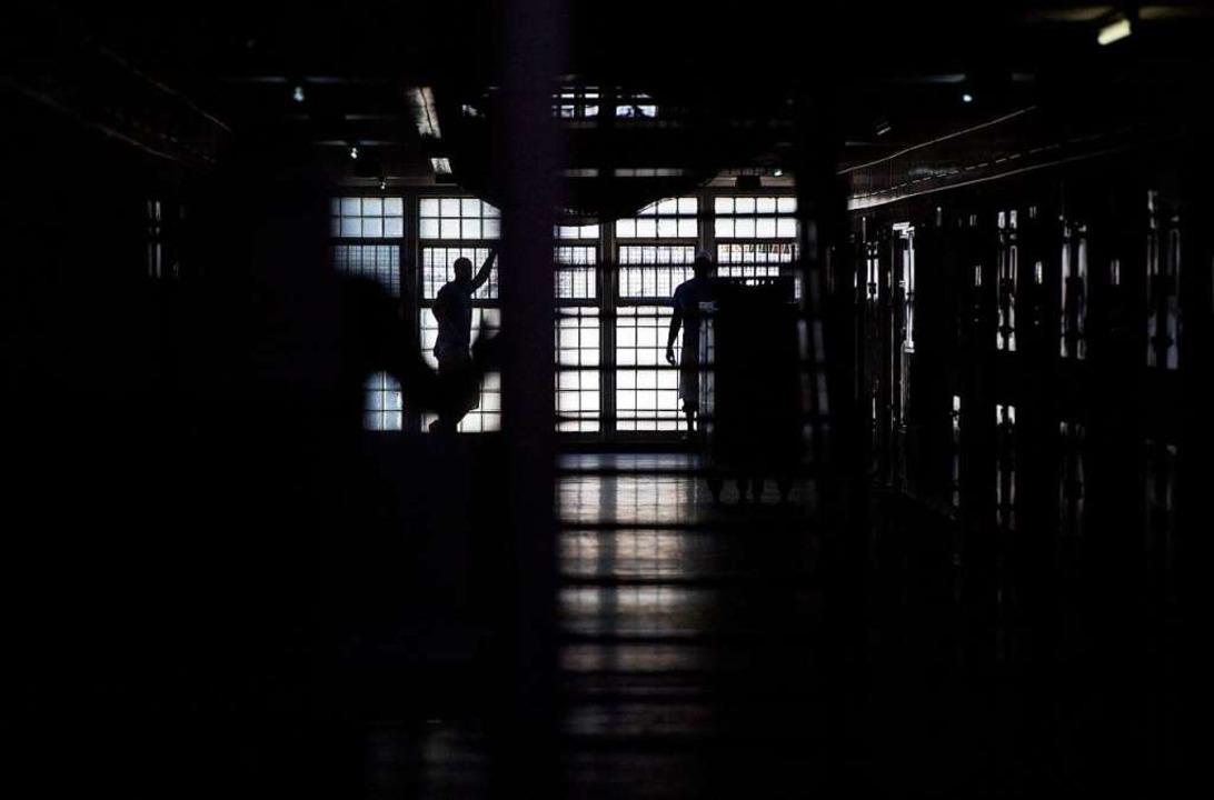 Viele Gewalttaten im Gefängnis bleiben im Dunkeln.  | Foto: dpa