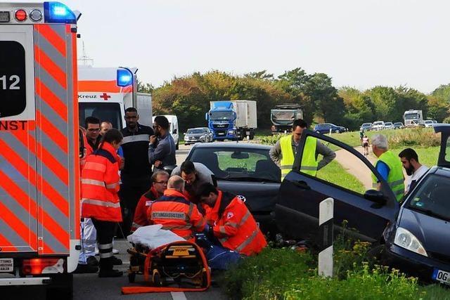 Beifahrerin schwer verletzt