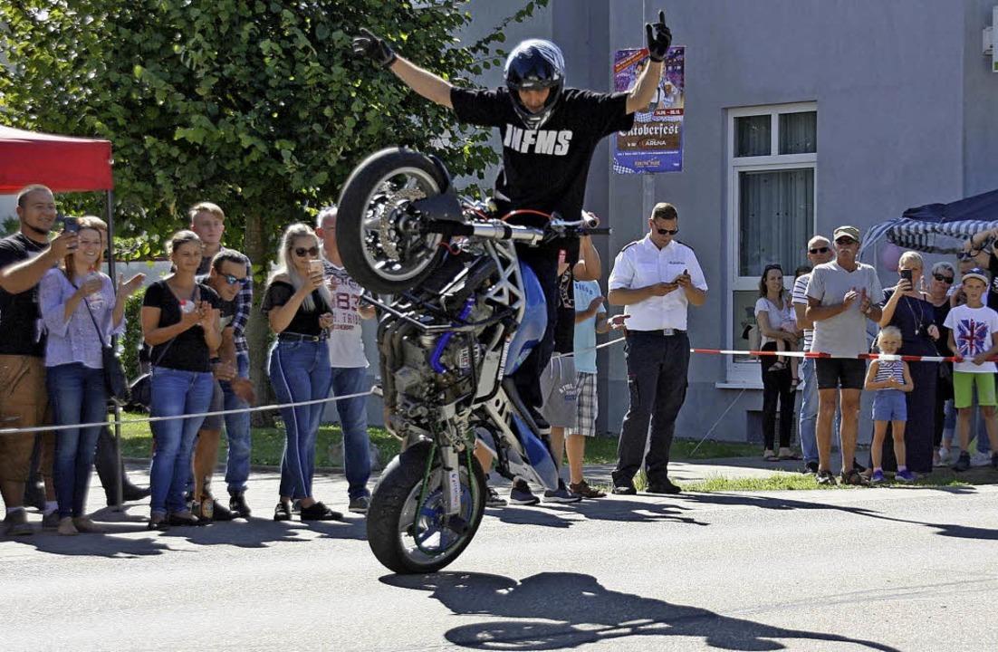 Zog die Zuschauer in den Bann: Motorra...afal Kanik beim Bahlinger Straßenfest   | Foto: Christiane Franz