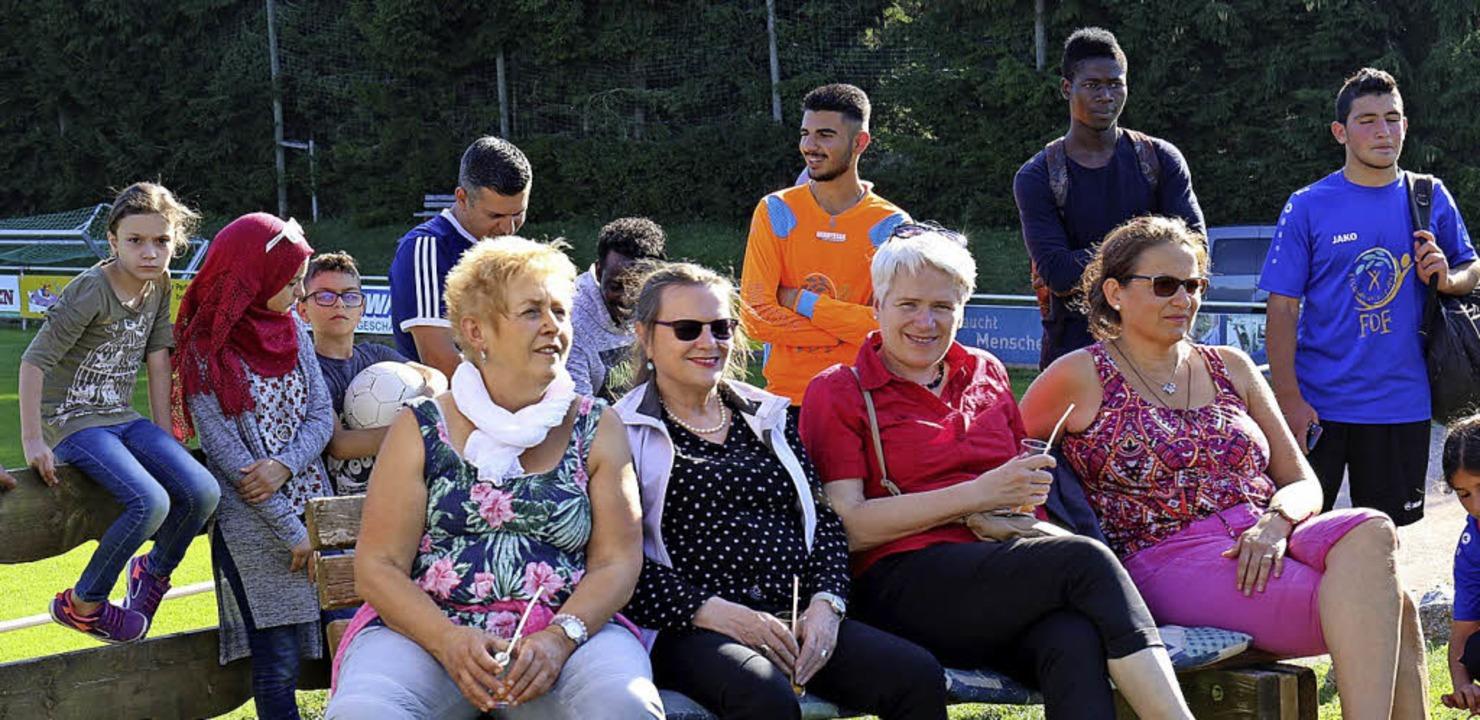 Auch Fußballer mischten sich nach ihrem Spiel unter die Gäste der Veranstaltung.  | Foto: Gudrun Deinzer