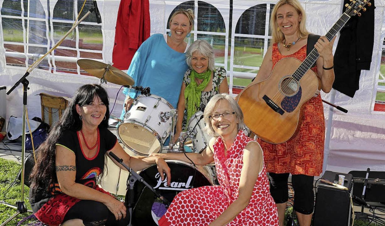 Die Frauenband Miss Moneypenny sorgte ...-Döring, Gerlinde Uphoff, Ute Cramer.   | Foto: Gudrun Deinzer