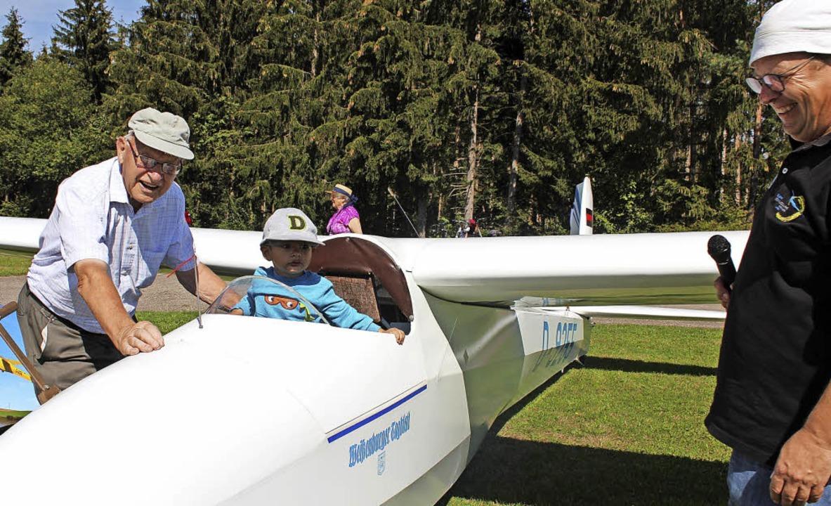 Einmal Pilot sein: Vereinsvorsitzender...noch mehr Spaß in der Luft ermöglicht.  | Foto: Christa Maier