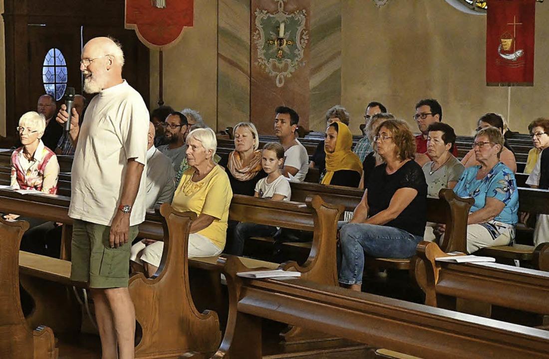 Besucher aus drei Religionen sprachen Fürbitten.     Foto: Wolfgang Künstle