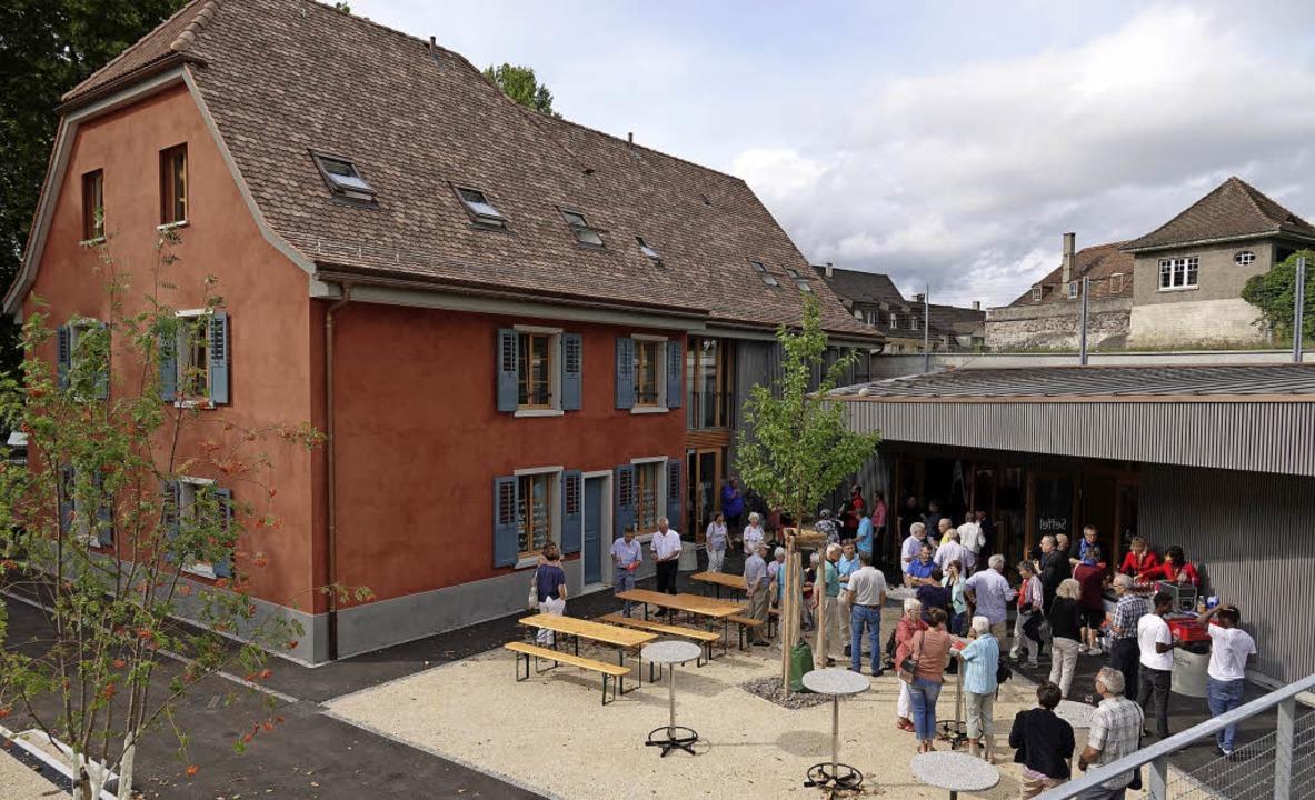 Mit vielen Gästen ist das Rote Haus in...rischen Nachbarstadt eröffnet worden.   | Foto: Valentin Zumsteg