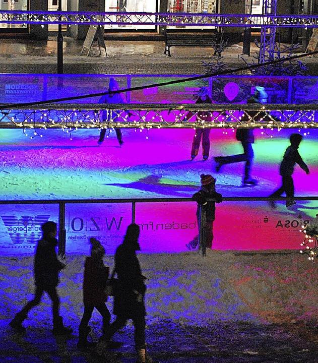 Abendstimmung  auf der Eisbahn –...auch in diesem Jahr wieder eine gibt.     Foto: Sylvia-Karina Jahn