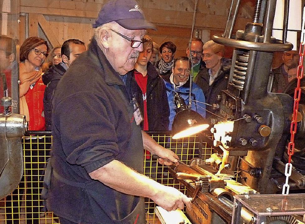Zur traditionellen  Feilenherstellung brauchte man geschickte Hände.    | Foto: Brauchtum im Kleinen Wiesental-Raich/Eiche