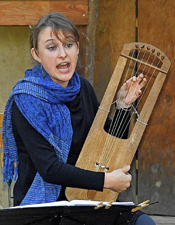 Hanna Marti aus Basel an der Leier  | Foto: Andrea Steinhart