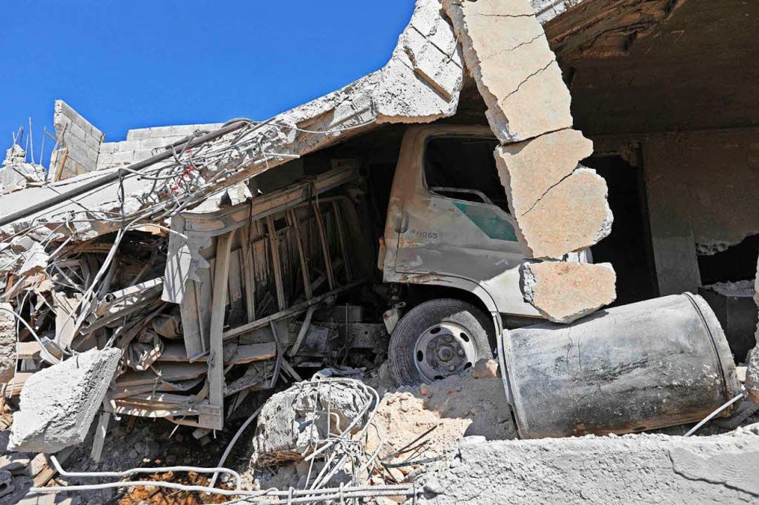 Bei Luftangriffen auf die Stadt Al Habit wurden zahlreiche Gebäude zerstört.  | Foto: AFP