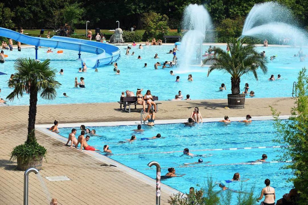 Das Strandbad (Foto) und das Lorettoba...urg bleiben bis auf Weiteres geöffnet.  | Foto: Rita Eggstein
