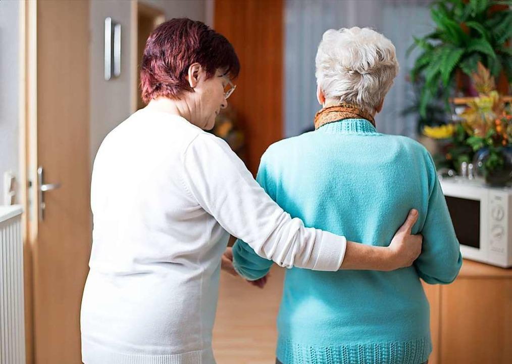 Häusliche Pflege kostet in Deutschland... anderen Ländern hierher (Symbolbild).  | Foto: js-photo - stock.adobe.com