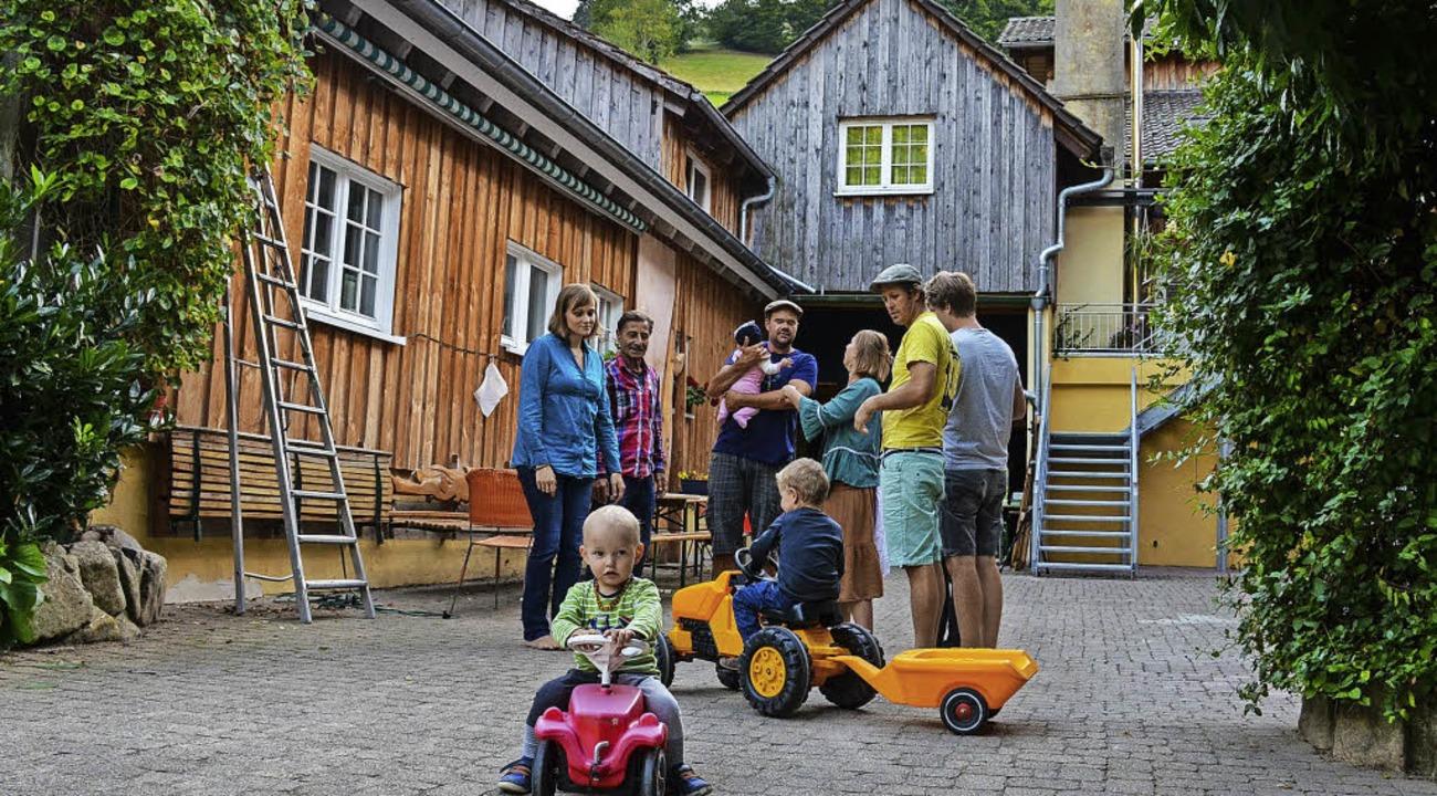 Der Generationenwechsel ist gelungen -...ilien leben auch in der Gemeinschaft.   | Foto: G. Hennicke