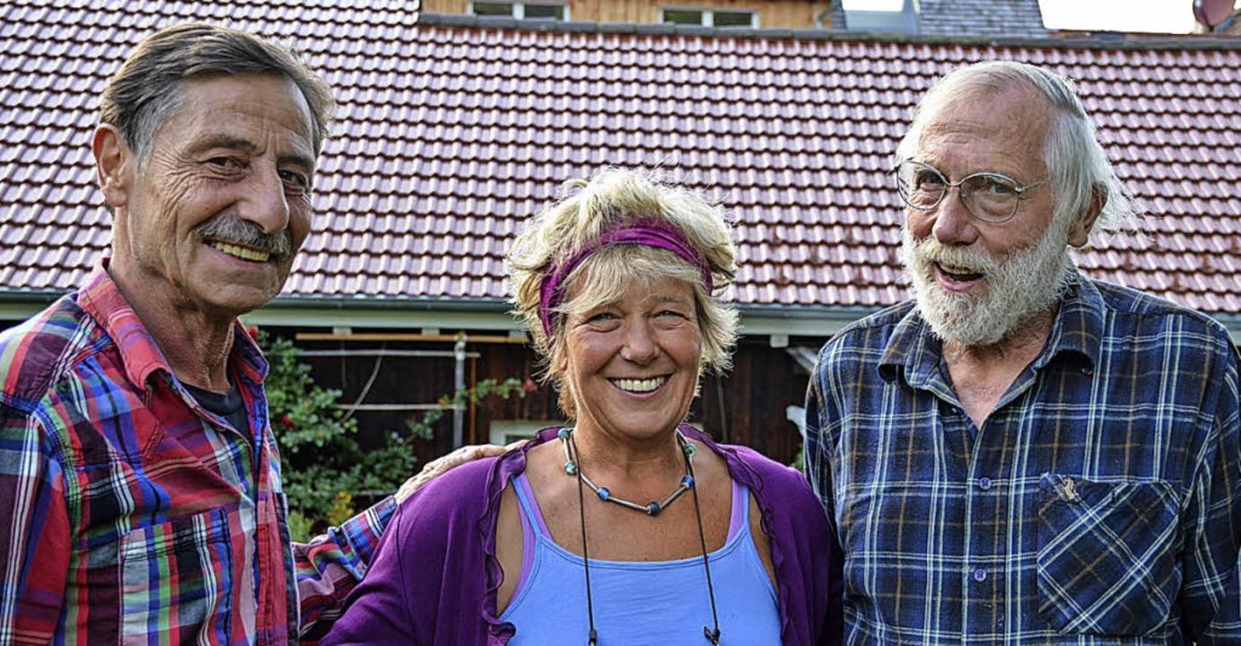 Rainer Schraml, Stephanie Schraml und ...euen sich über das Generationenwohnen.  | Foto: Gabriele Hennicke
