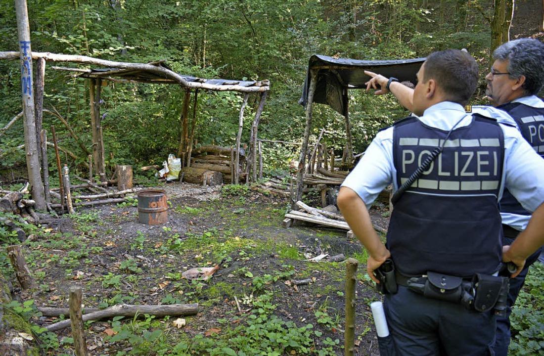 Beamte des Weiler Polizeireviers nahme... Wenig später war alles verschwunden.   | Foto: Lauber