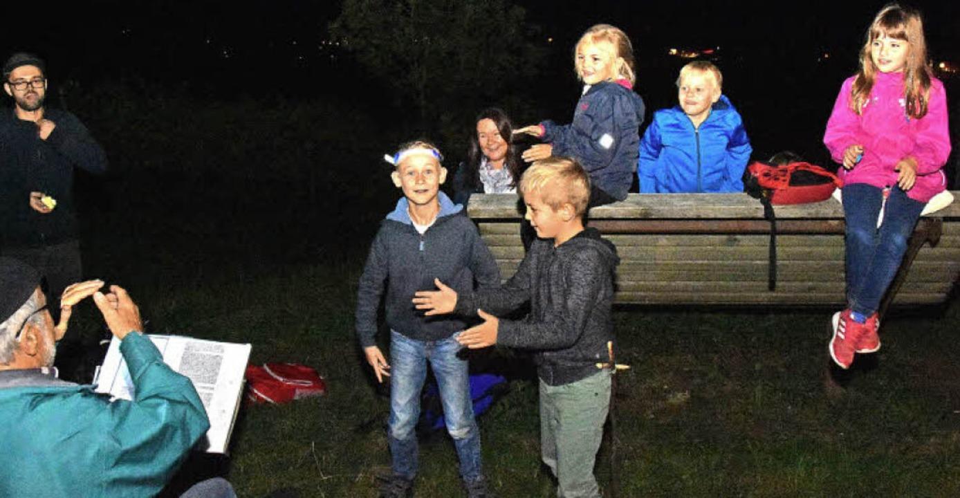 Wanderlieder und Gruselgeschichten klingen am Wissereck durch die Nacht.   | Foto: Andrea Steinhart