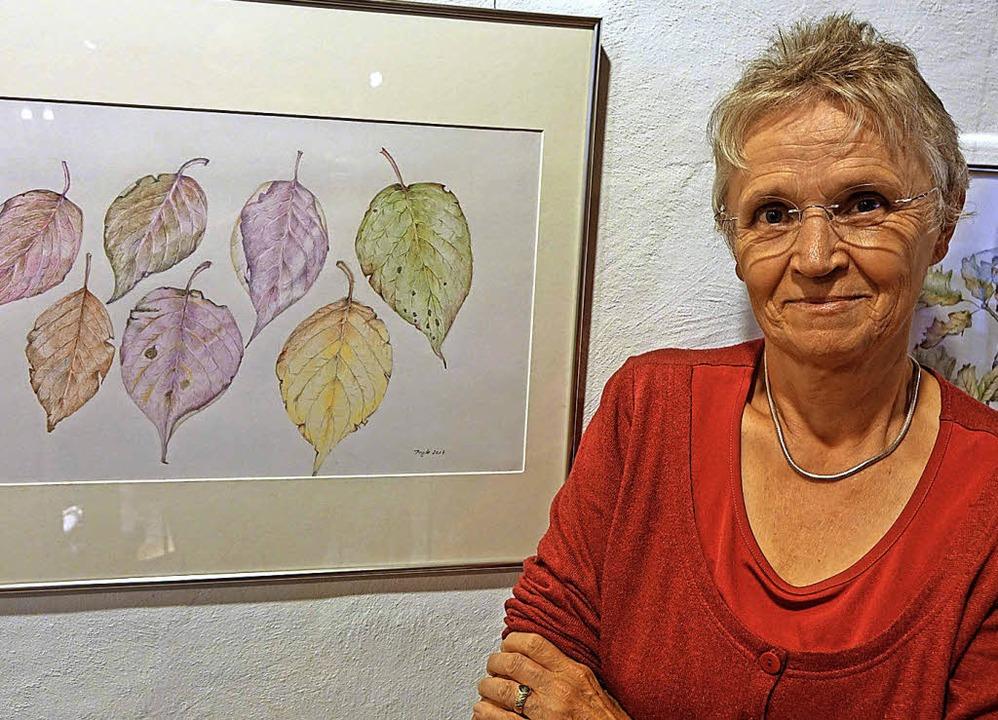 Brigitte Oertlin zeigt feine Zeichnungen von Naturmotiven.   | Foto: Frey