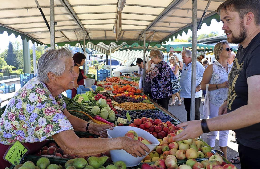 Vielfältig und bunt: Zahlreiche Obst- ...er Besucher in die heimischen Küchen.   | Foto: Christa Rinklin