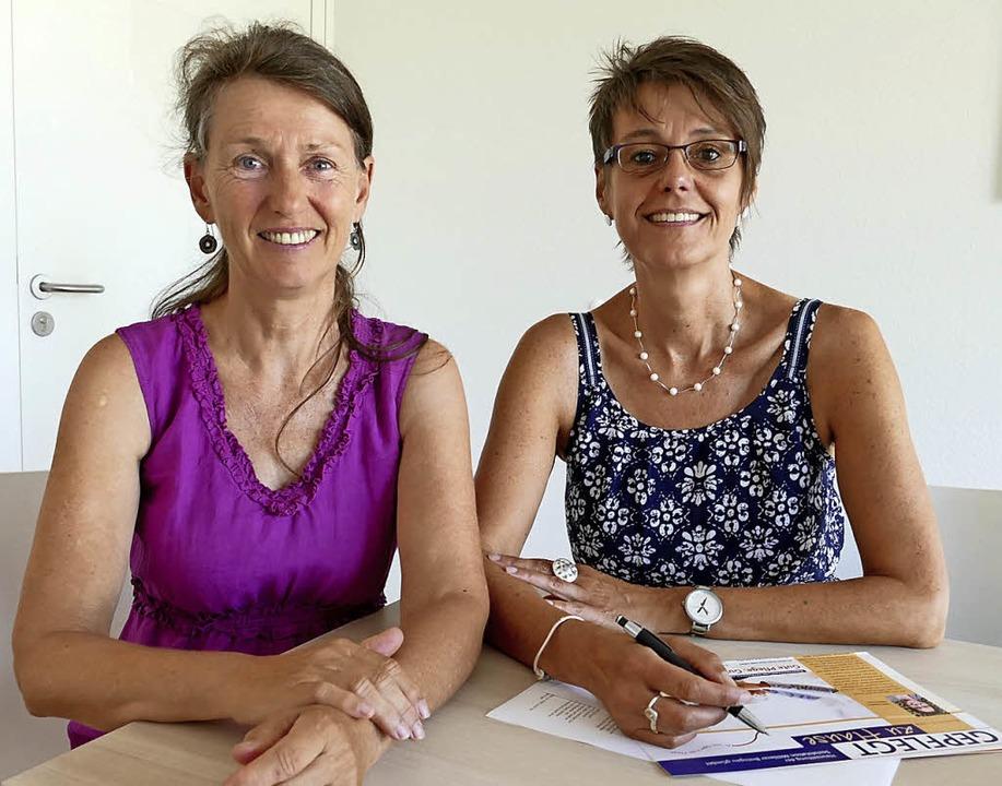 Heike Ostrowski (links) und Ulrike Meister von der Sozialstation  | Foto: Nikola Vogt