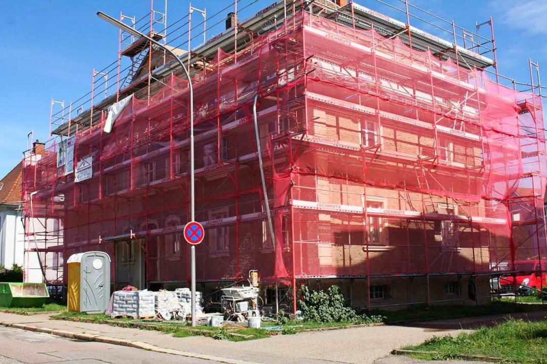 Die Wohnbau Lörrach saniert nach wie v...achstraße eine zeitgemäße Renovierung.  | Foto: Marlies Jung-Knoblich