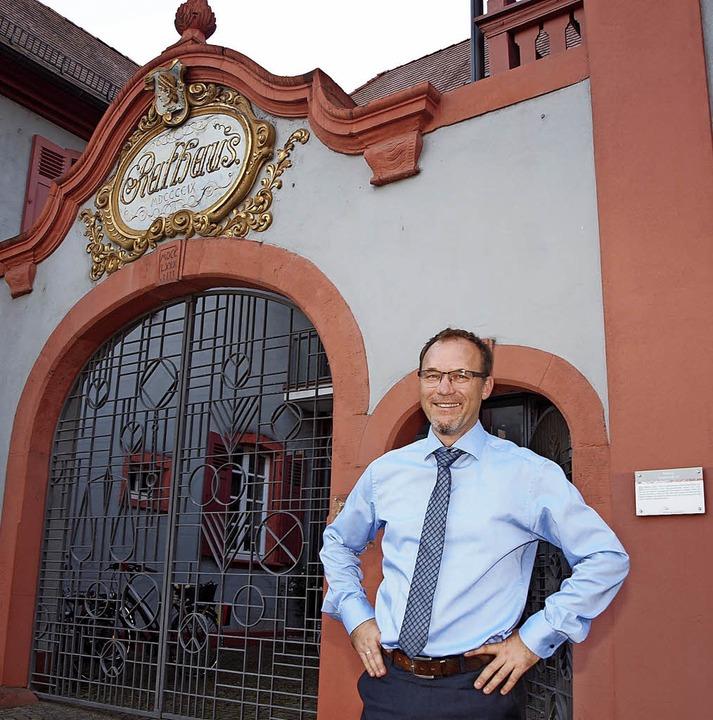 100 Tage ist Daniel Kietz im Amt als Bürgermeister von Riegel.   | Foto: Michael Haberer