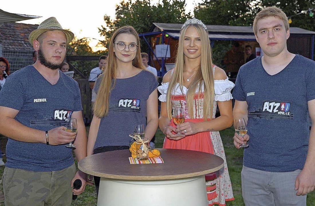 Zusammen mit der Weinprinzessin Anna-L...ngstrio des AJZ die Gäste willkommen.   | Foto: Jürgen Schweizer