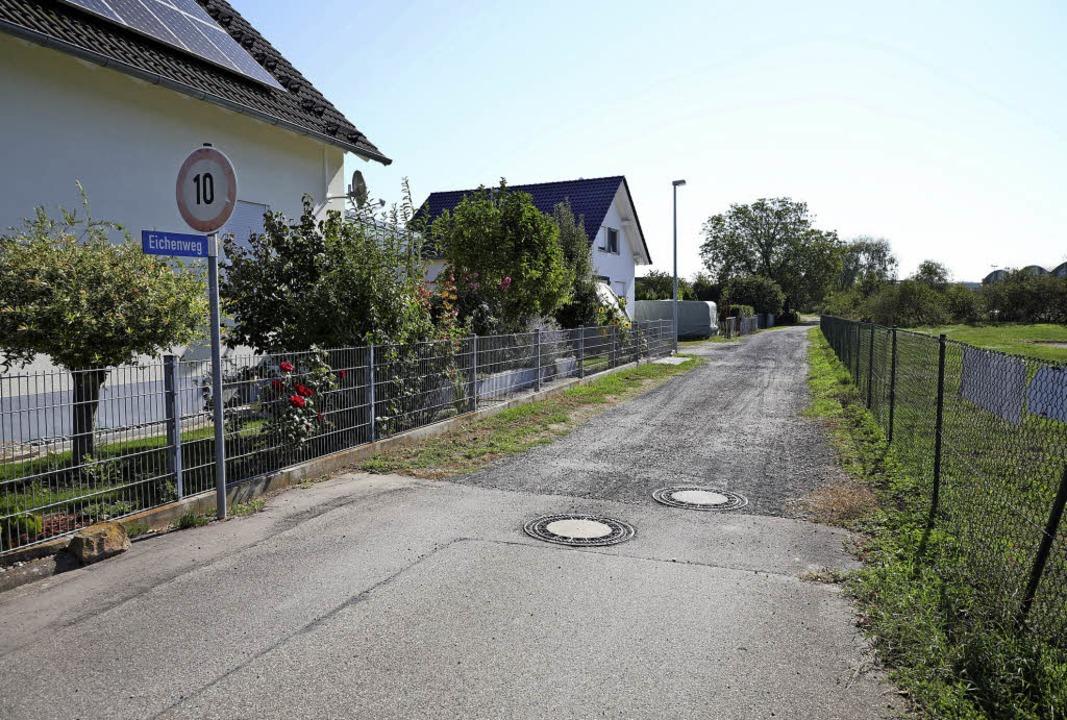 Der Eichenweg wird jetzt offizielle Anliegerstraße im Bebauungsgebiet.   | Foto: Christoph Breithaupt