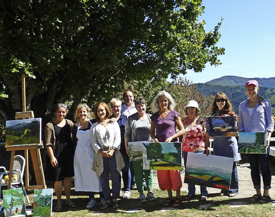 Stolz zeigen die Teilnehmer des Malwor... von links) gab dazu wertvolle Tipps.   | Foto: Bianca Flier