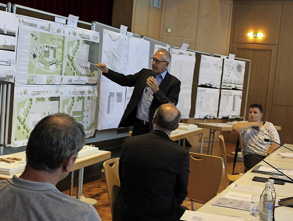 Architekt und Stadtplaner Volker Rosen...ie Ergebnisse des Planungswettbewerbs.  | Foto: Bernd Fackler