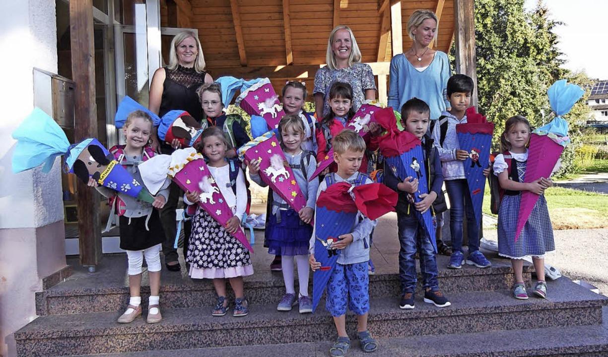 Die Lehrerinnen Beatrice Friedrich, Mi... Schultags der Grundschule Ewattingen.    Foto: Gertrud Rittner