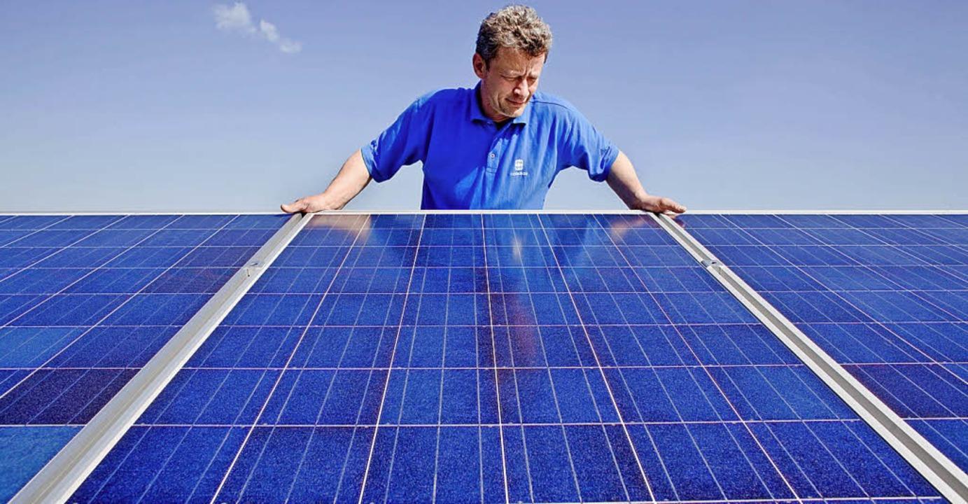 Photovoltaik  auf Gebäudedächern biete ein hohes Potenzial.  | Foto: dpa