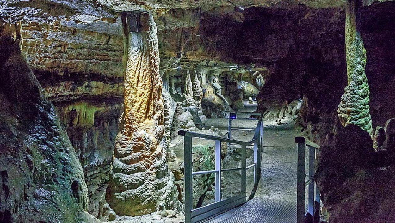 Eine traumschöne Landschaft erwartet die Besucher in der Erdmannshöhle.   | Foto: Michael Trefzer