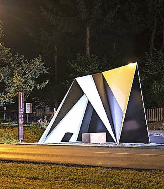 Zwei der von unterschiedlichen Archite...engebiet im Gemeinderat präsentierte.   | Foto: Felix Friedmann, Bregenzerwaldtourismus