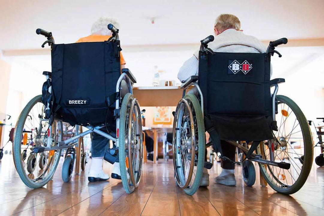 Selbst fahrende und intelligente Rolls...eichtern. Aber sicher müssen sie sein.  | Foto: dpa