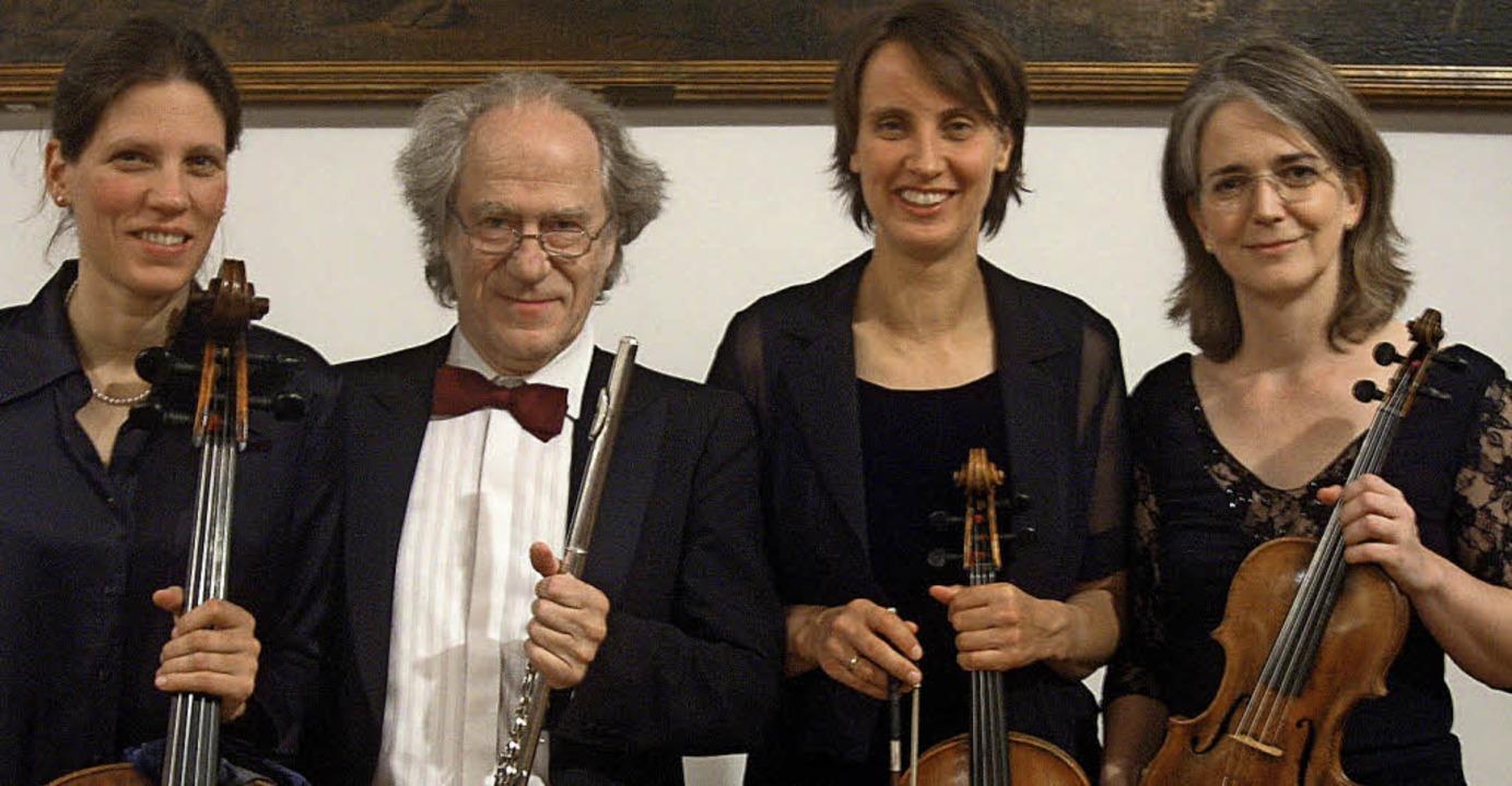 Flötist Frank Michael und die Camerata Instrumentale Freiburg  | Foto: Pro