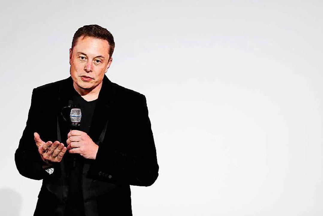 Elon Musk, hier bei einer Ansprache im Tesla-Headquarter.  | Foto: dpa