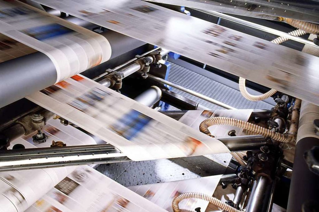Ziemlich schnell: Papierbahnen in der Druckmaschine  | Foto: KBA