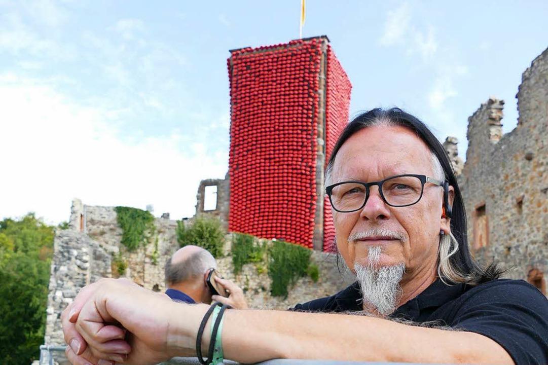 Künstler Klaus Kipfmüller vor seinem Kunstwerk  | Foto: Peter Gerigk