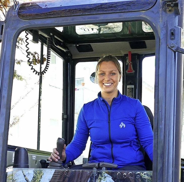 Lisa Schaber ist seit ihrer Kindheit b...aumaschinen und der Arbeit mit ihnen.   | Foto: bauwirtschaft B-W