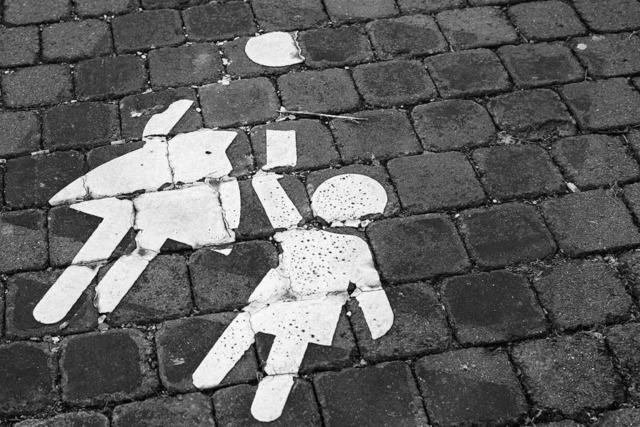 Männer in weißem Lieferwagen sollen Kind auf Nachhauseweg angesprochen haben