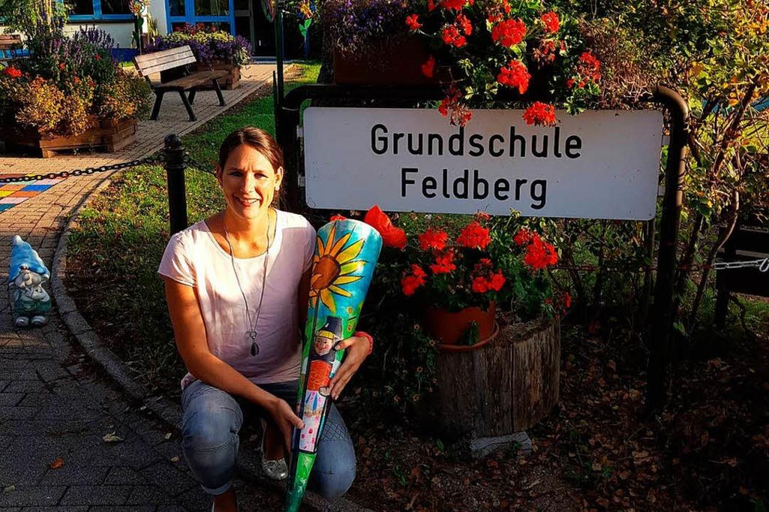 Ruth Dold heute mit ihrer Schultüte von damals.  | Foto: privat