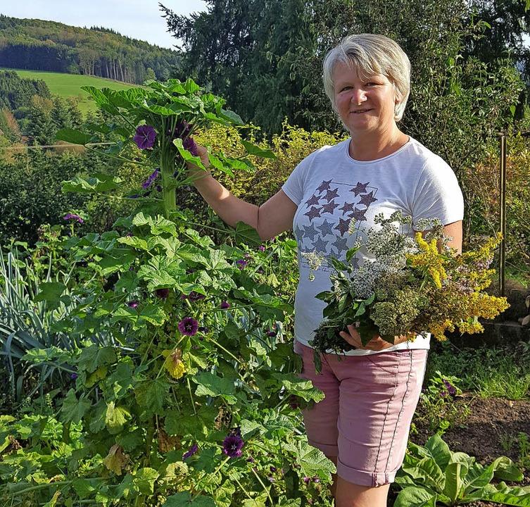 Brigitte Müllerleile in ihrem Bauerngarten   | Foto: Beate Zehnle-Lehmann
