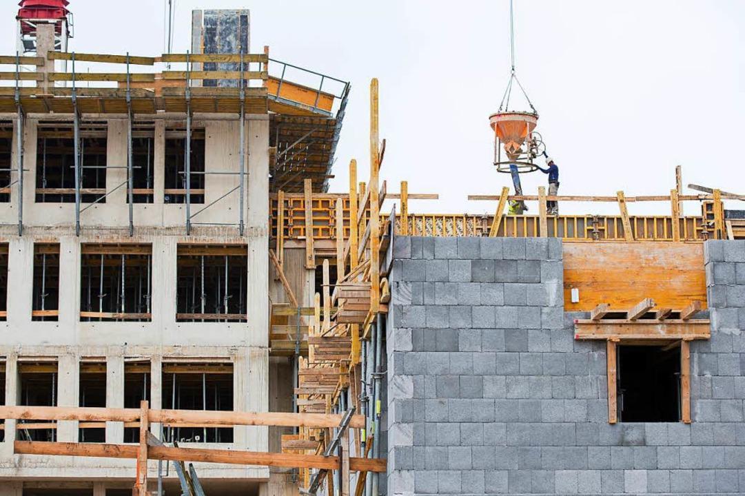 Wenn die Eigentumswohnung bezugsfertig...eue Besitzer künftig die Miete sparen.  | Foto: Rolf Vennenbernd (dpa)