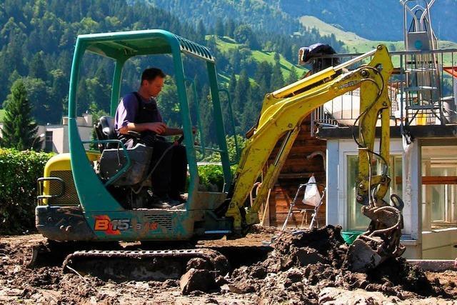 Minibagger-Spritztour in Grenzach-Wyhlen endet mit Fußbruch