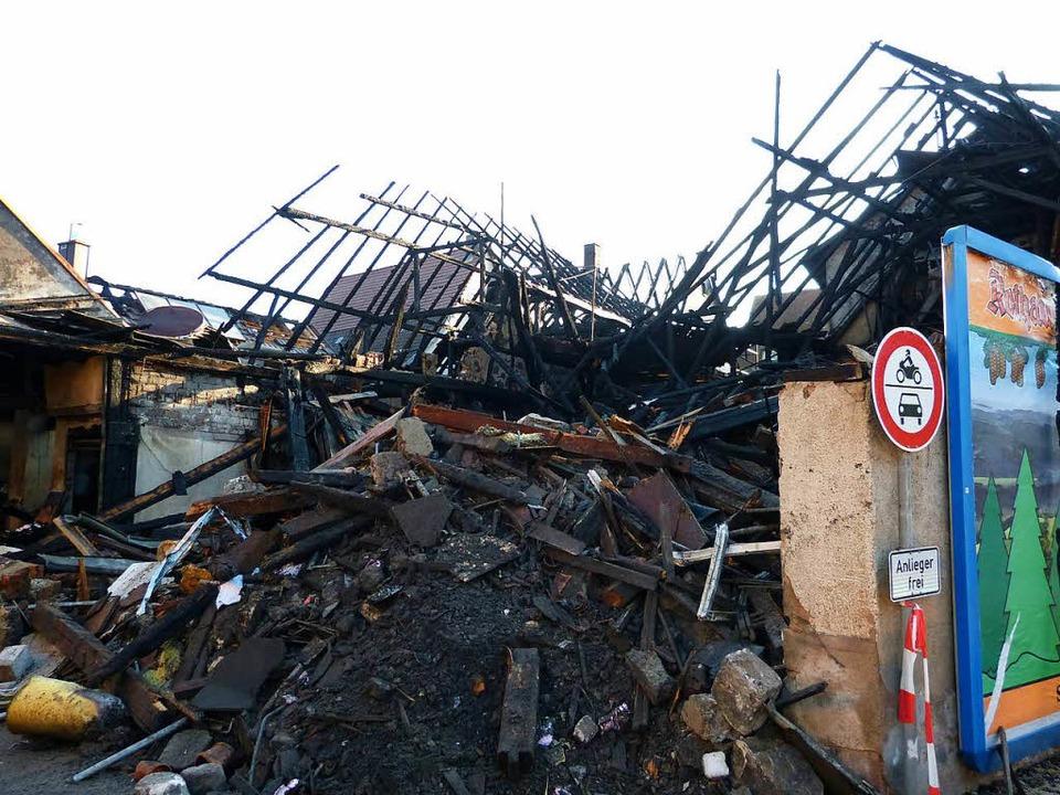 Großbrand in Teningen am Morgen danach: Ein Bild der Zerstörung    Foto: Aribert Rüssel